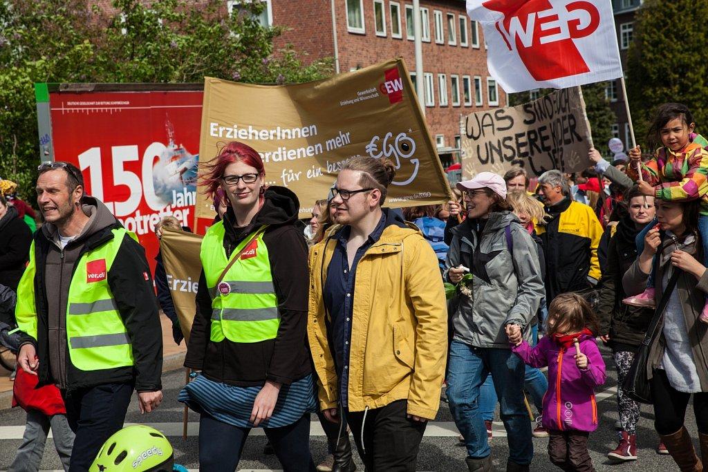 Demonstration der Sozial- und Erziehungdienste mit den KollegInnen der Post in Kiel