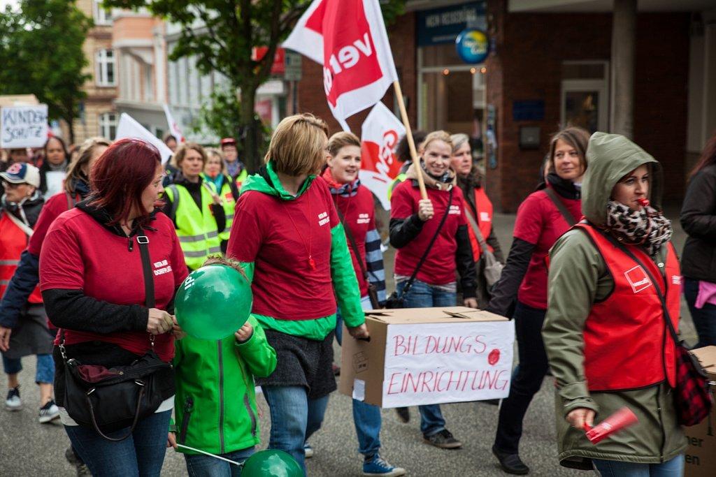 Aktionstag der Sozial- und Erziehungsdienste in Kiel vor der KAV