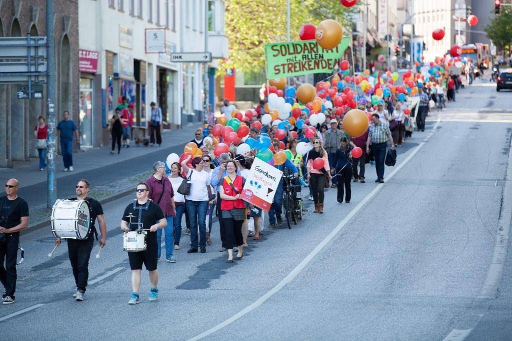 Demonstration der Sozial- und Erziehungsdienste in Kiel - Gemeinsam aufsteigen!