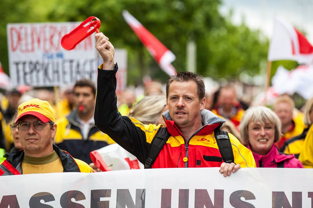 "Demonstration der streikenden ""Postler"" in Kiel"