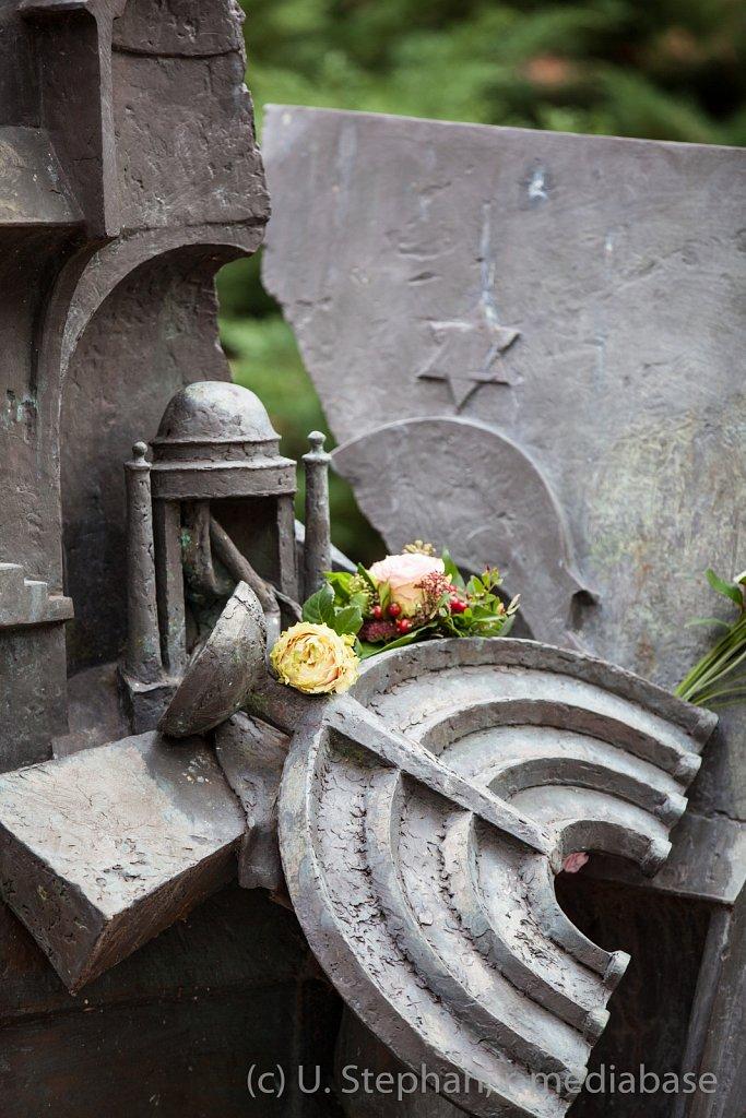 Mahn- und Gedenkveranstattung mit Kranzniederlegung zur Erinnerung an die Verbrechen der Reichspogromnacht und zum Gedenken an die Opfer des Naziterrors