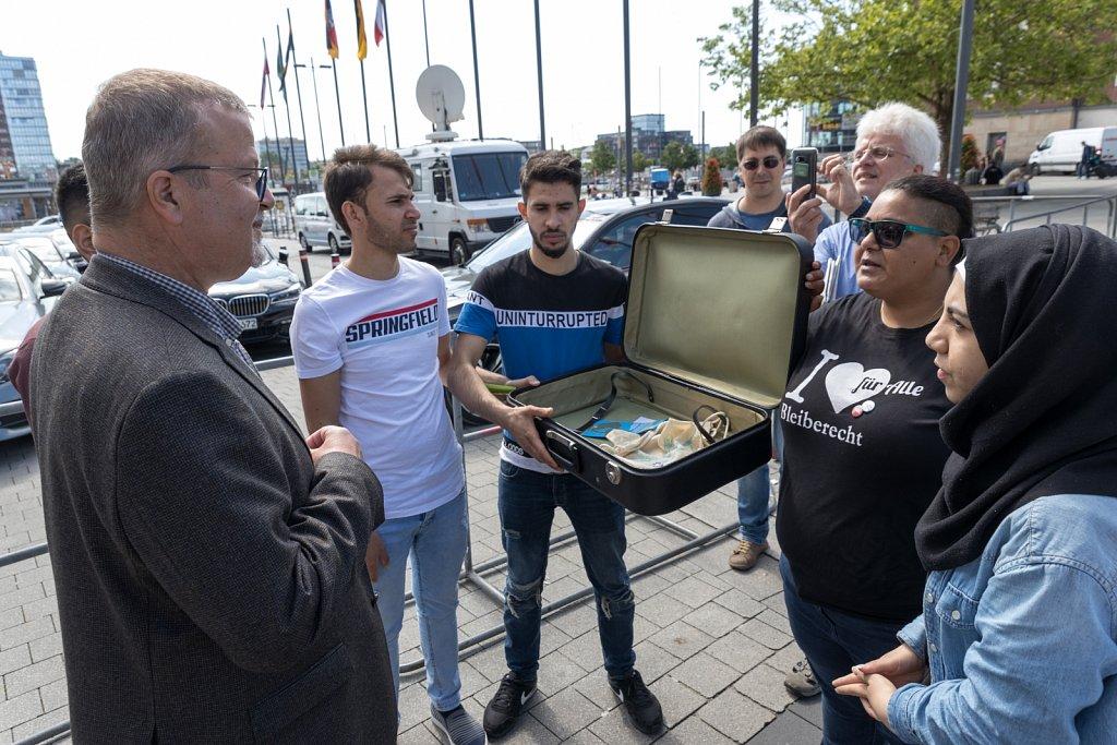 Preisübergabe vor dem Hotel Atlantic in Kiel